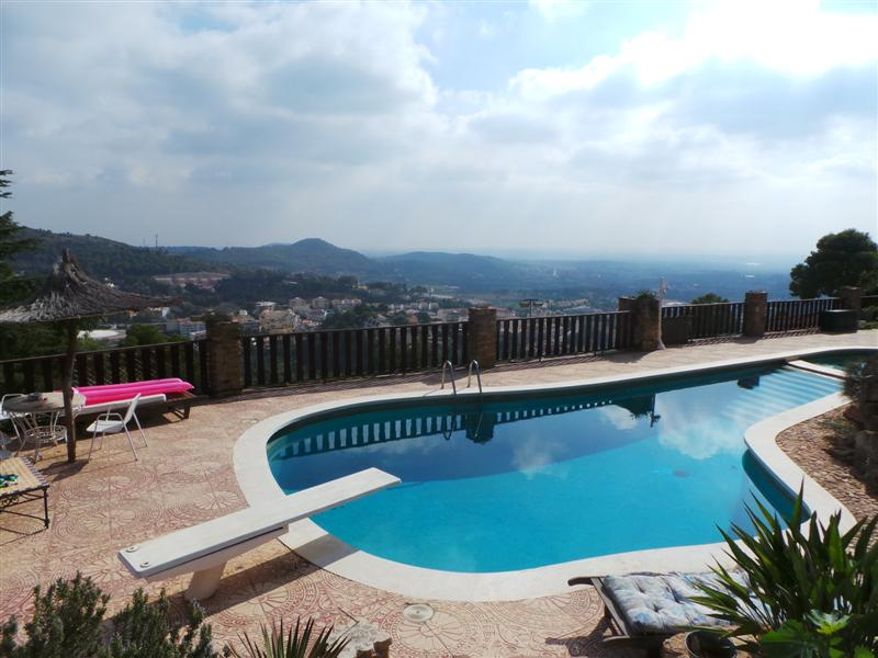 675k Naquera Mansion With Gorgeous Views