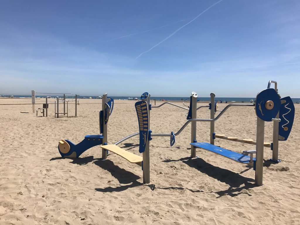 Outside gyms can be found at the beaches, sports centres and park all over Valencia