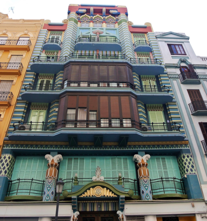 Some hidden art deco buildings are scattered through Valencia. This one on Calle Castellon is particularly interesting