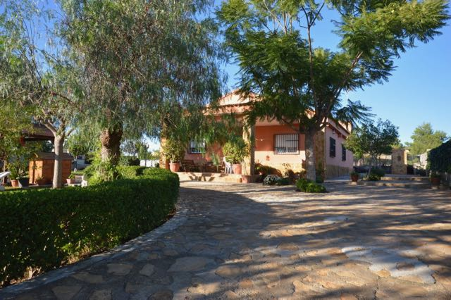 Maybe a clue for the Which sold first quiz above. Lovely Olocau Property for 125k