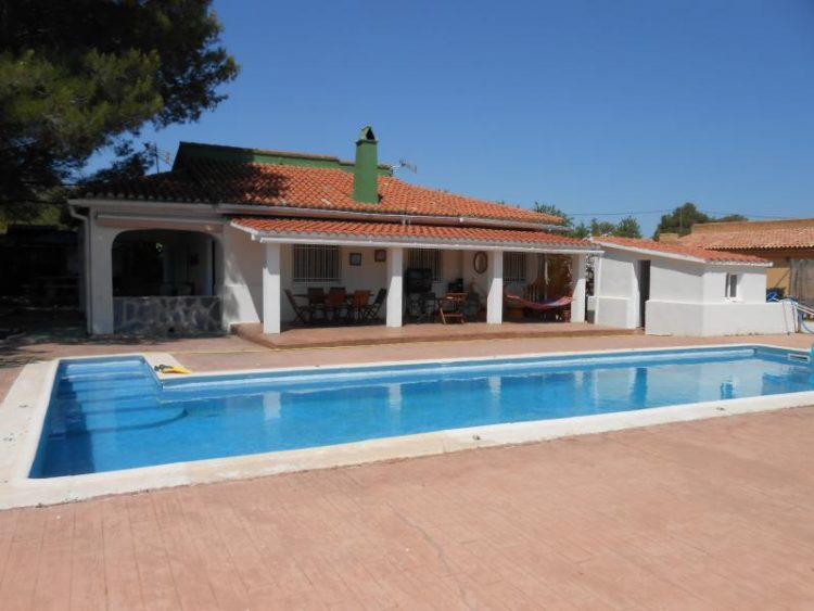 136000 Euros Siete Aguas Villa For Sale With Large Proper Swimming Pool