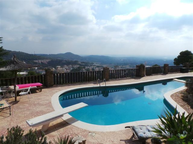 Awesome Views From This Naquera Mansion on the Trencalls Estate