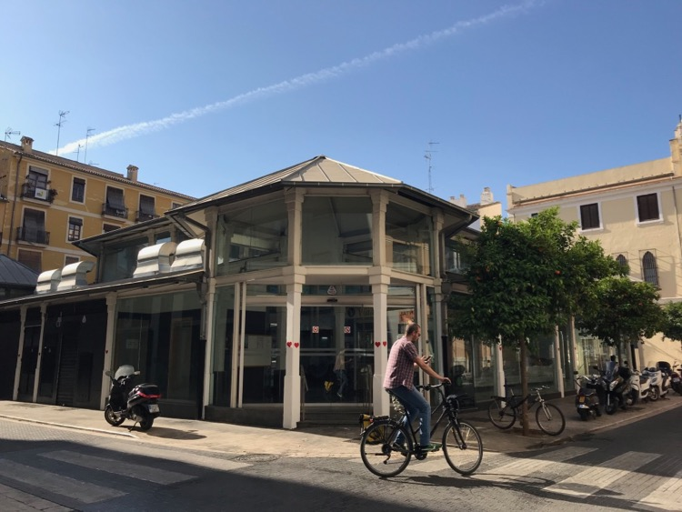 Cycling around the Carmen in Valencia