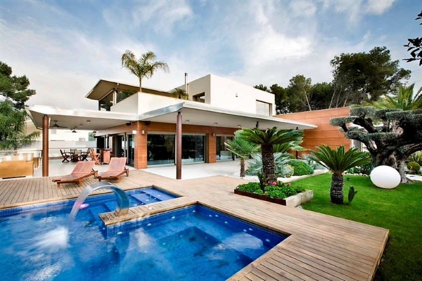 Picture of No Panic at the Disco Villa
